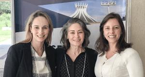 Dra. Melina Gontijo, Dra. Maria Araceli Oliveira e Dra. Raianni Pires, membros do corpo clínico da Oculare Oftalmologia.