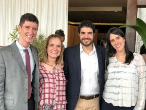 Dr. Tulio Reis e Dra. Vânia Hummel, de Brasília, e, de São Paulo, Dr. Arthur Rocha e Dra. Marina Labarrère, que em breve integrará o corpo clínico da Oculare Oftalmologia na subespecialidade de retina e tumores intraoculares.