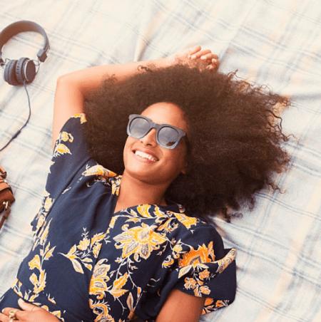 Óculos de sol ajuda a proteger contra raios UV e câncer de pele